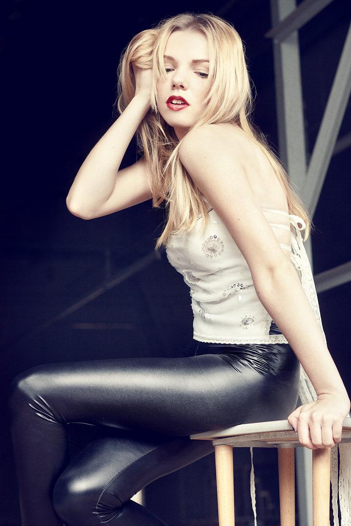 Model: Melina